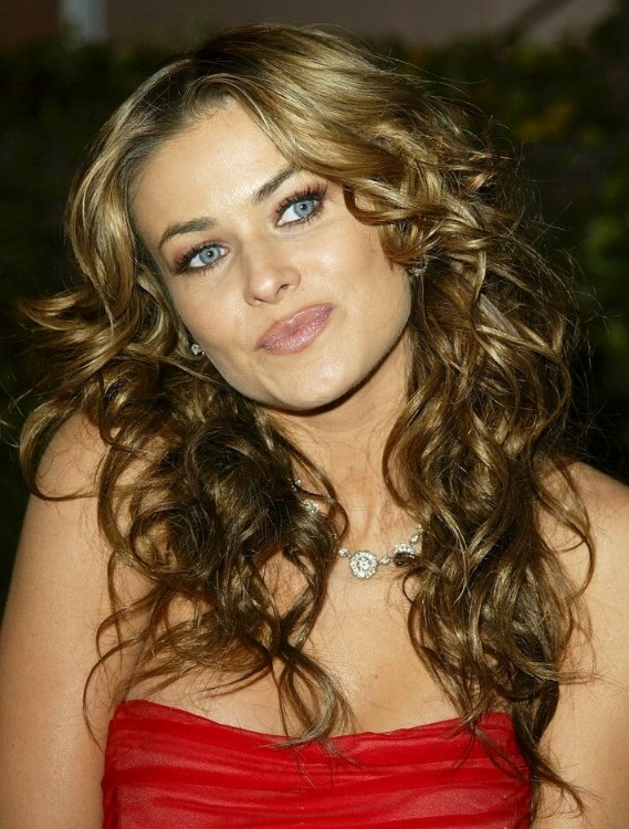 Carmen Electra Wearing Her Hair Way Below Her Shoulders