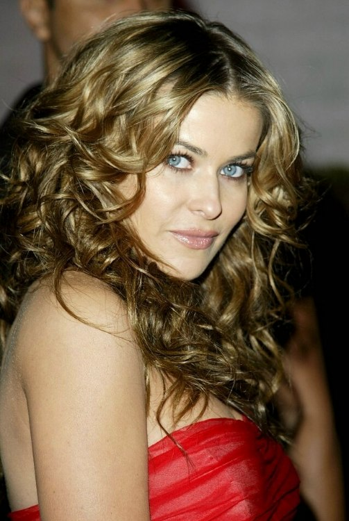 Carmen Electra Wearing Her Hair Way Below Her Shoulders