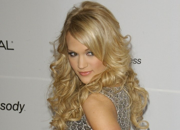 Carrie Underwood S Long Layered Gypsy Hairstyle With Curls How