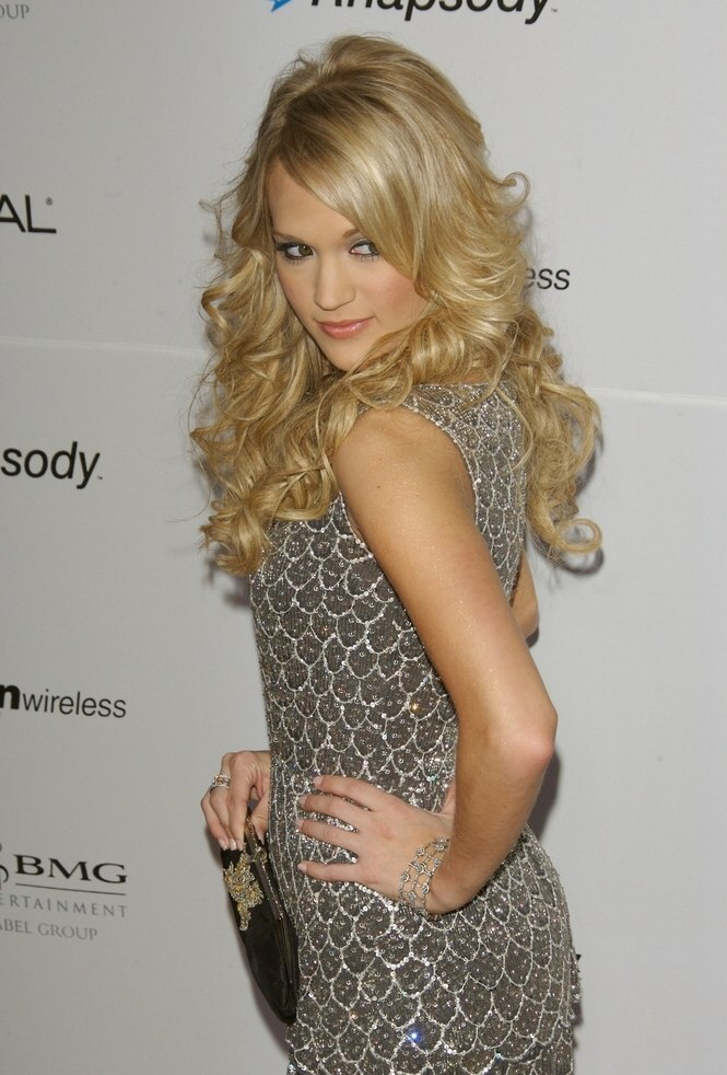 Carrie Underwood S Long Layered Gypsy Hairstyle With Curls