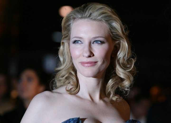Cate Blanchett - Shoulder long hairstyle for curled hair