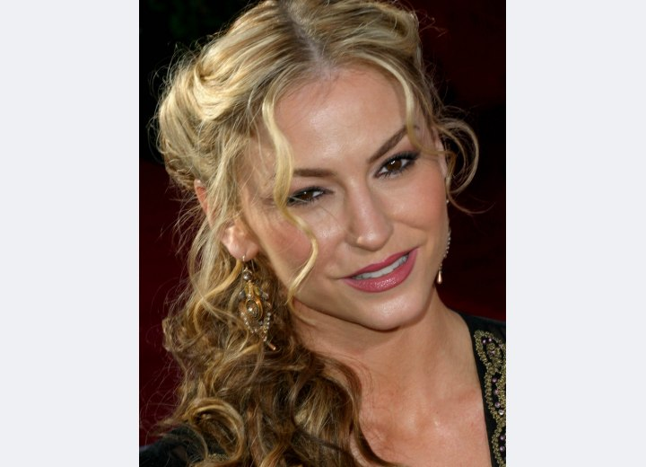 Long center parted hairstyle with curls - Drea DeMatteo