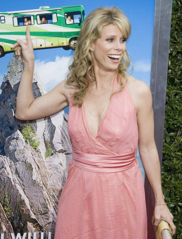 Cheryl Hines California Look Long Blonde Hairstyle With