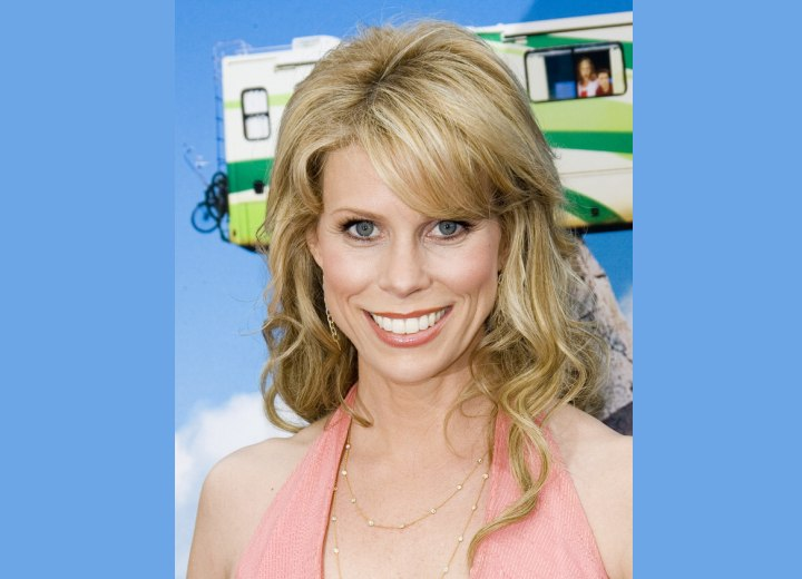 Cheryl Hines - Curled hairstyle with smoothed bangs