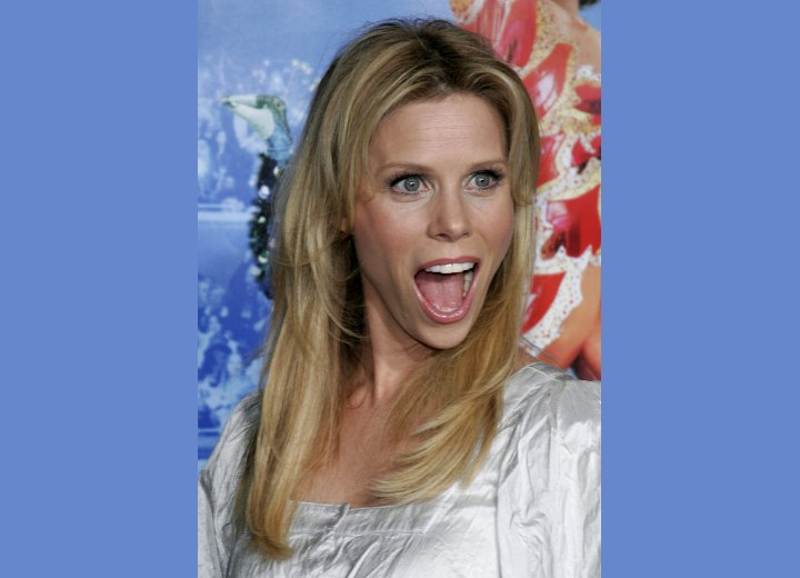 Long hairstyle for a youthful appearance - Cheryl Hines