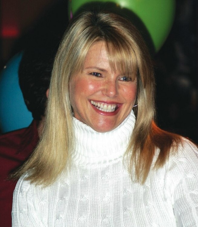 Christie Brinkley | Hair cut in a straight blunt long bob to ...