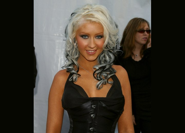 Christina Aguilera - Black and white hair extensions