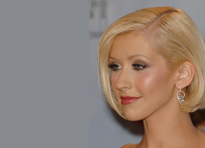 Christina Aguilera - Straight short hairstyle with a side part