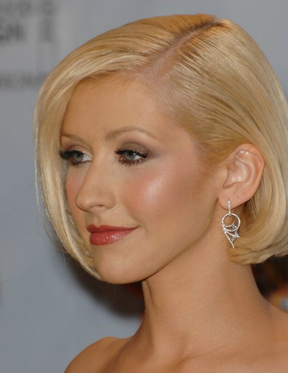 Christina Aguilera Wearing Her Hair In A Fashionable Short