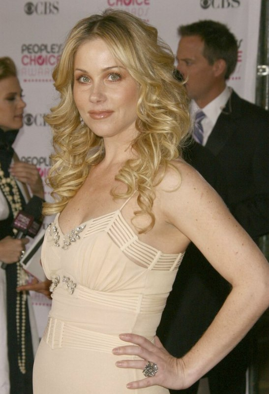 Christina Applegate With Her Long Blonde Hair Styled Into Cascading Curls And How To