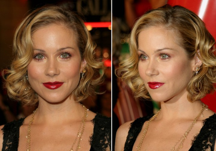 Short retro hairstyle with curls - Christina Applegate