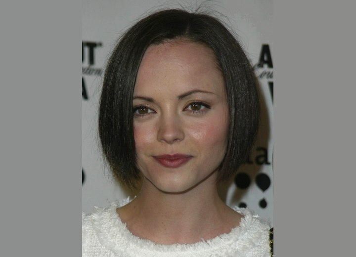 Short hairstyle for a heart shaped face - Christina Ricci