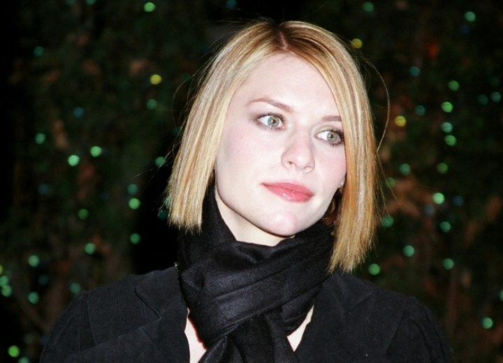 Bone straight mid-length hairstyle - Claire Danes