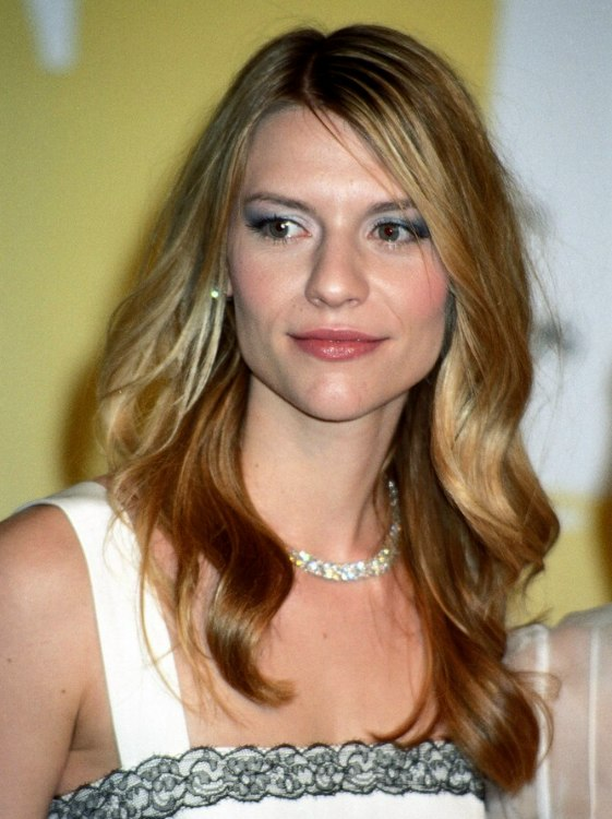 Claire Danes Long Summer Hairstyle With Added Hair Pieces And Extensions