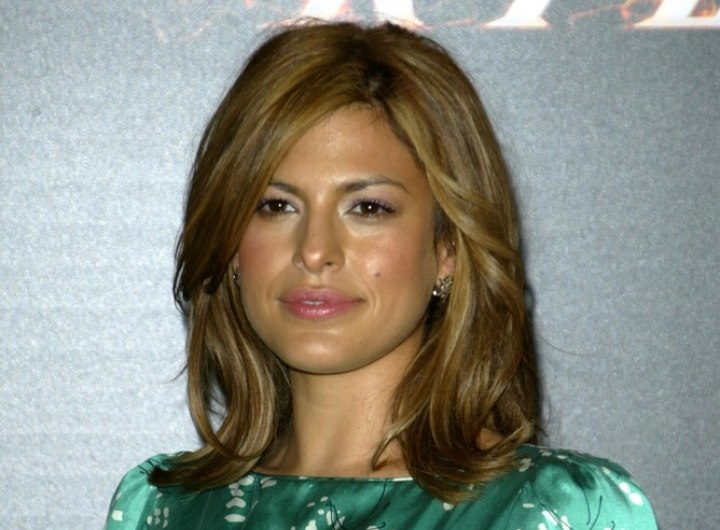 Eva Mendes - Comfortable shoulder length hairstyle with layers