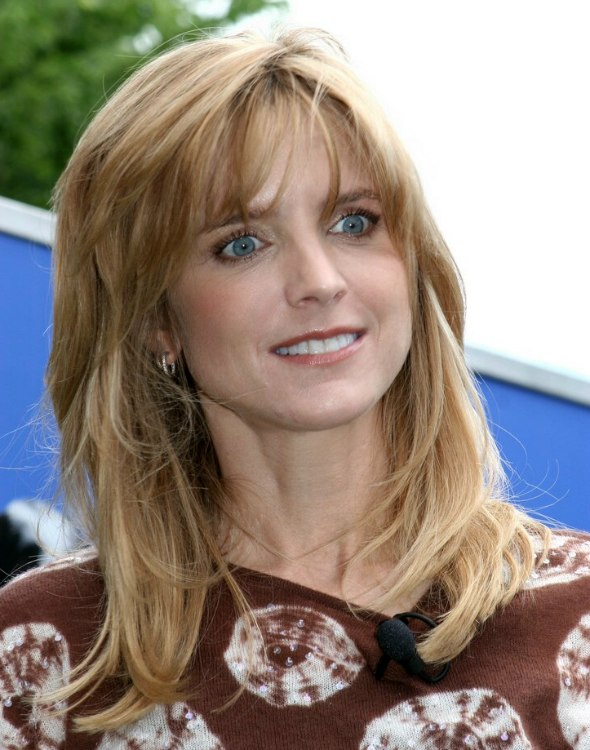 Courtney Thorne-Smith | Long low maintenance hairstyle for a long neck