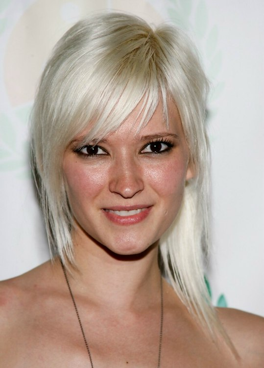 Courtney Yates Long Slithered Hairstyle In Platinum