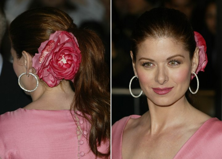 Debra Messing - Ponytail with a flower pinned to one side