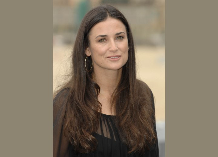 Long hairstyle for women aged over 40 - Demi Moore