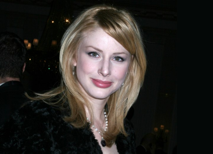 Diane Neal - Chic and modern hairstyle