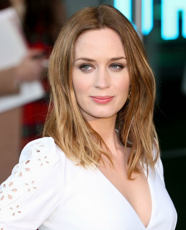 Phenomenal Emily Blunt Wearing An Easy Going Long Hairstyle Short Hairstyles Gunalazisus