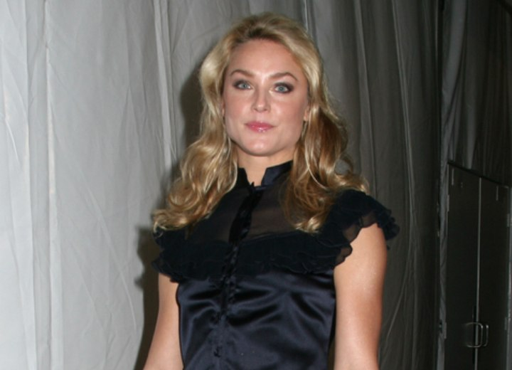 Casual long hairstyle for work - Elisabeth Rohm