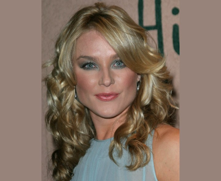 Elisabeth Rohm - Modern long hairstyle with curls