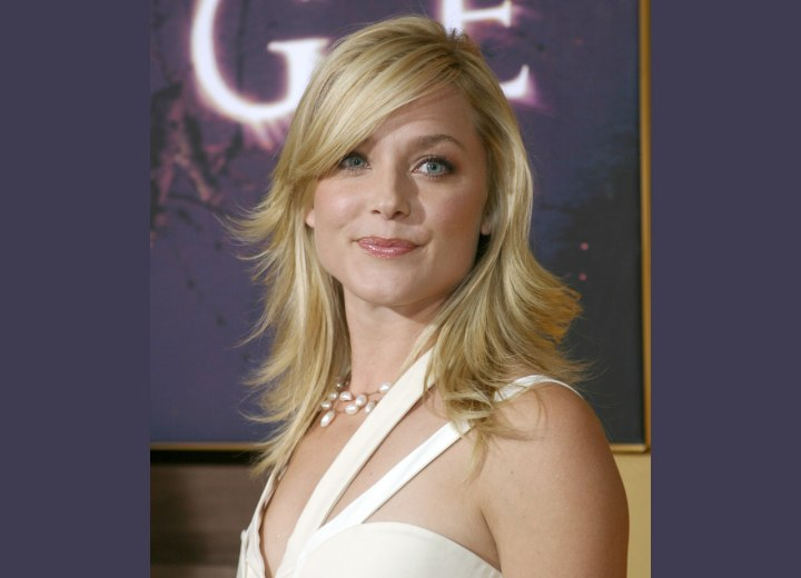 Modern long hairstyle with razor cutting - Elisabeth Rohm