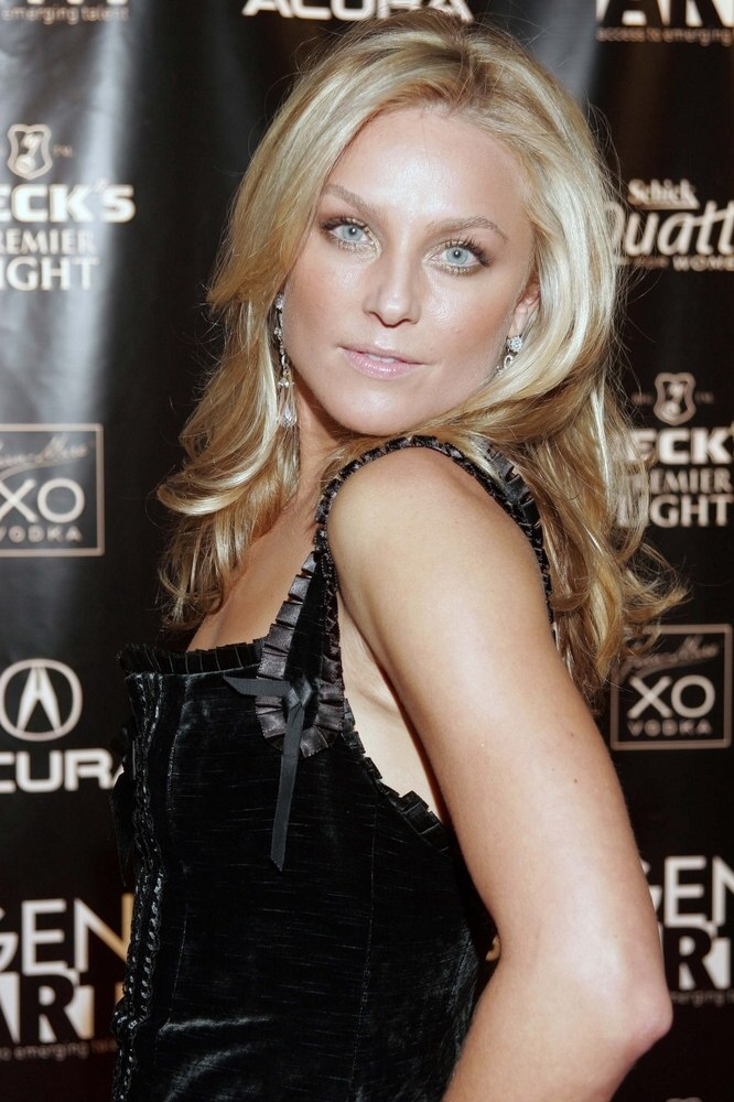 Elisabeth Rohm Easy To Achieve Hairstyle With Curls For
