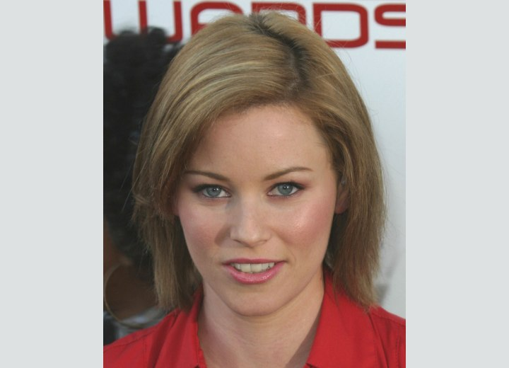 Hairstyle with a zigzag part - Elizabeth Banks