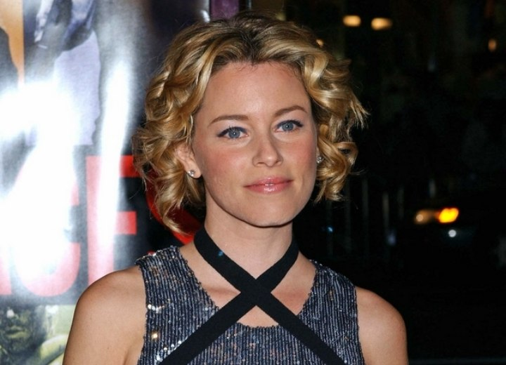 Elizabeth Banks wearing her hair short with curls