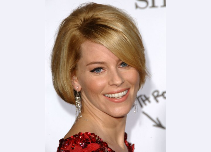 Elizabeth Banks - Short hairstyle with smooth round lines