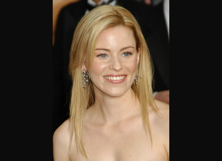 Elizabeth Banks with long slithered hair