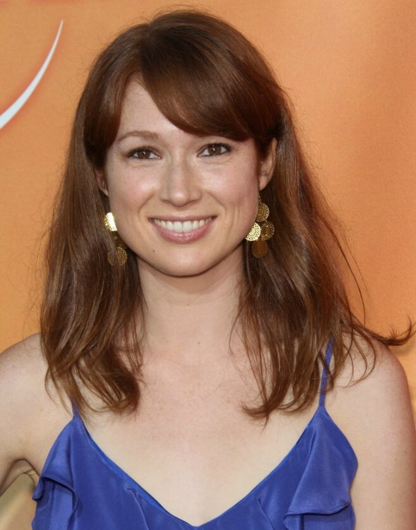 Ellie Kemper Simple To Do Long Hairstyle With The Sides
