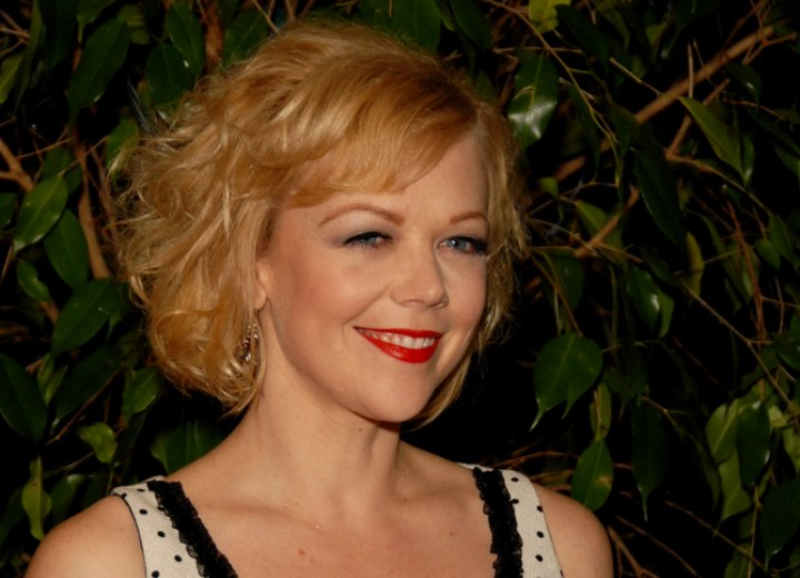 Emily Bergl - Short tussled hairstyle for blonde hair
