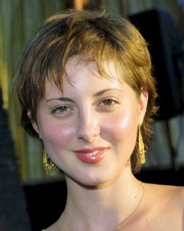 Eva Amurri Sporting A Short Pixie Haircut With Messy Styling