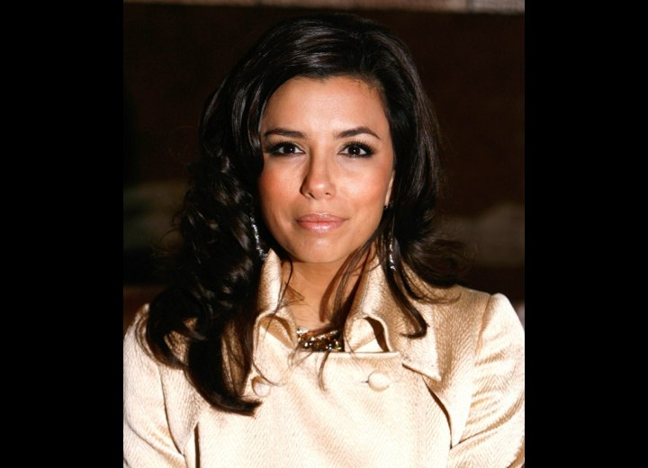 Eva Longoria - Long and bouncy hairstyle with curls