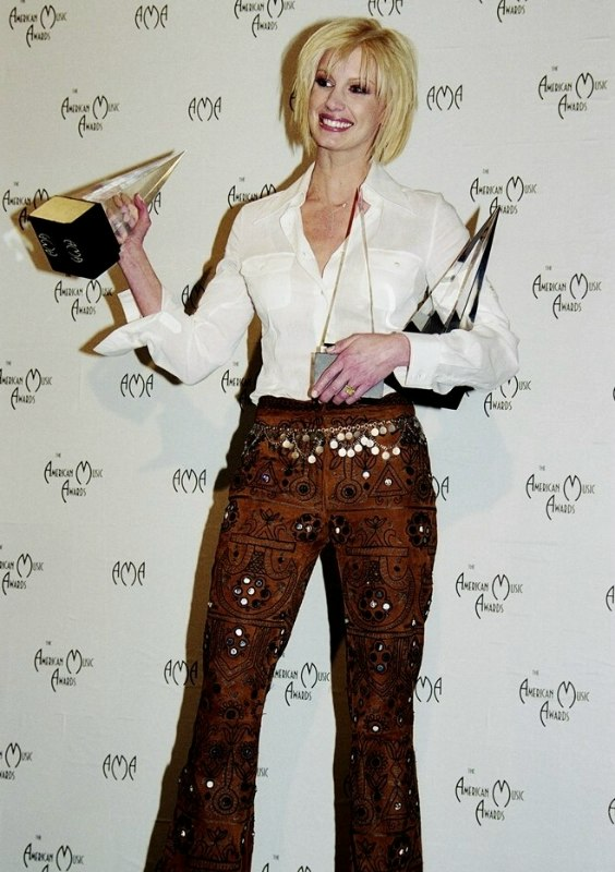 Faith Hill Practical Hairstyle For Mid Length Bleached