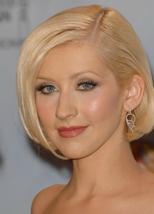 Christina Aguilera Wearing Her Hair In A Fashionable Short Straight