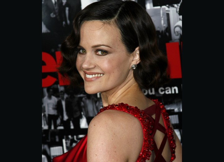 Short bob hairstyle with finger waves - Garla Gugino