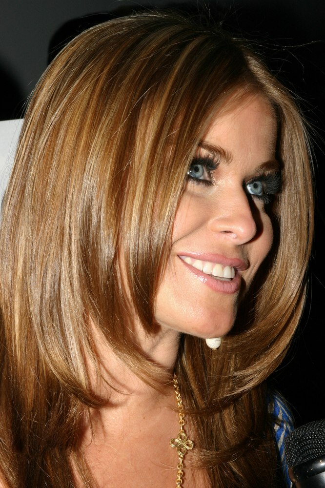 Carmen Electra With Smooth And Foiled Long Hair Below The Shoulders