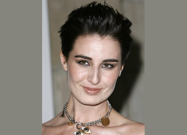Short hairstyle with the hair away from the face - Erin O'Connor