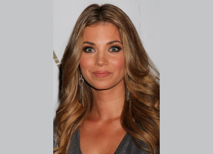 Amber Lancaster - Hairstyle with the sides curled away from the face