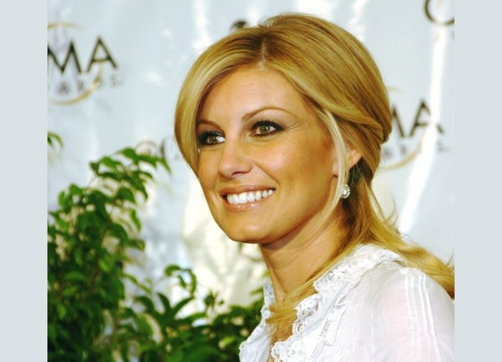 Faith Hill with her hair pulled back