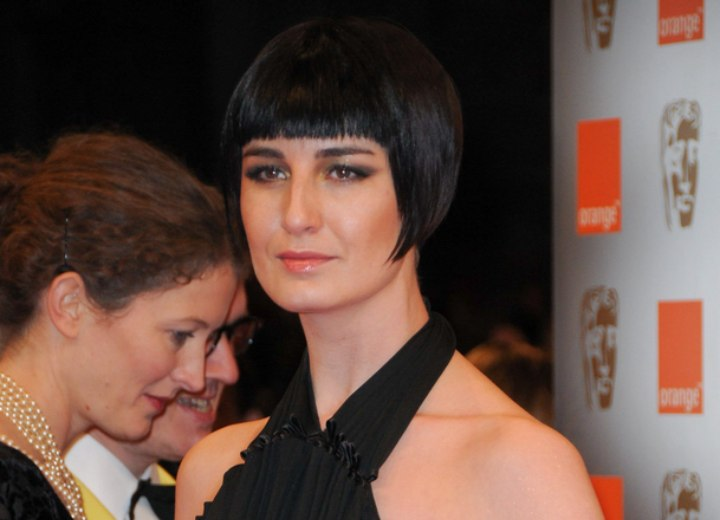 Erin O'Connor - Short bob haircut exposing the eyebrows