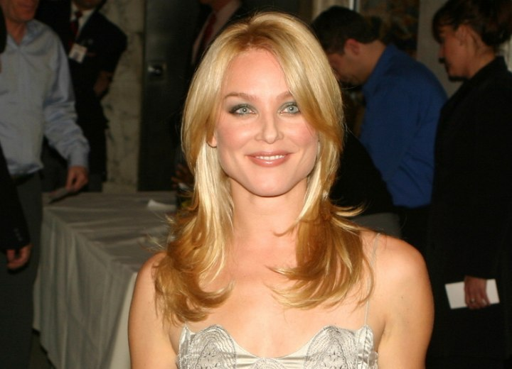 Elisabeth Rohm - Long hairstyle that draws attention to the face