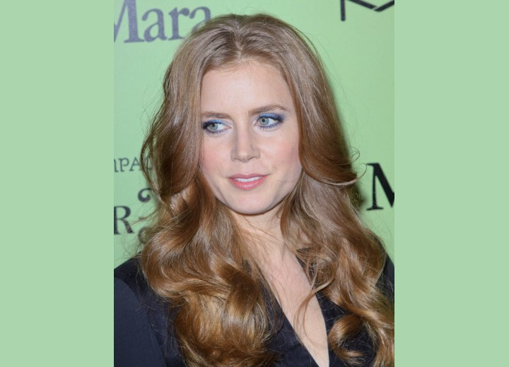 Amy Adams - Long hairstyle with curls