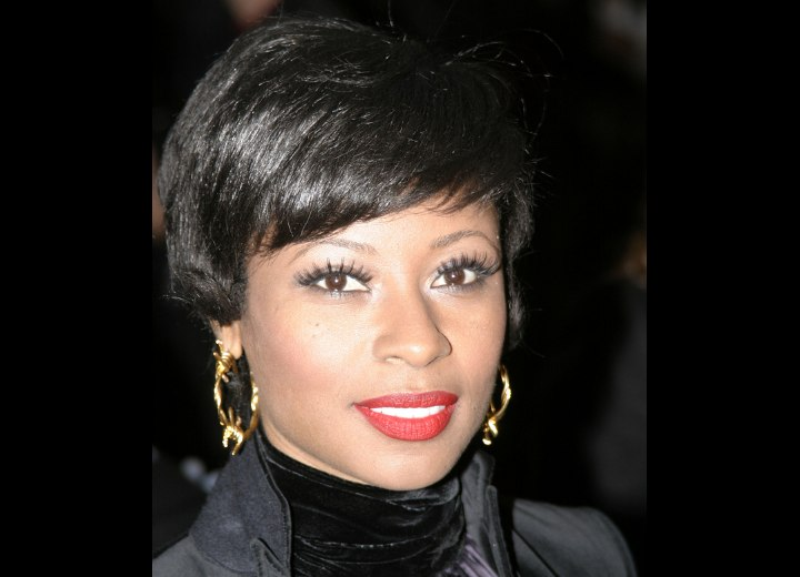 SHort half over the ears hairstyle - Fatima Robinson