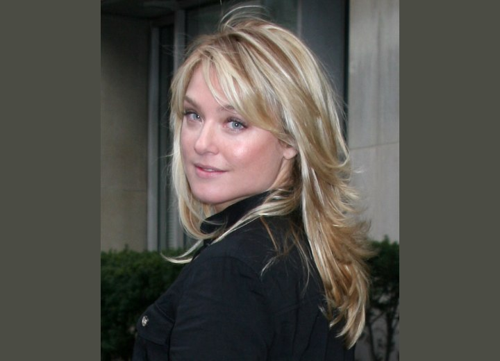 Long hairstyle wearable for average women - Elisabeth Rohm