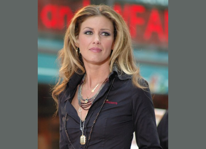 Long hairstyle for middle aged women - Faith Hill